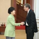 [Korea Płd] Rozmowy prezydent Park i Billa Gatesa w sprawie energii nuklearnej